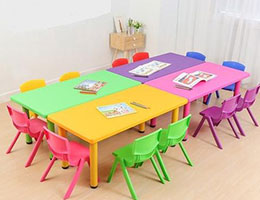 Kid's table & chair